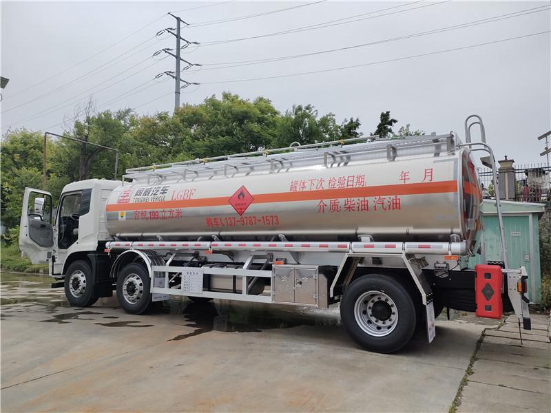 小三轴铝合金20吨运油车现车 小三轴碳钢核载16吨油罐车视频