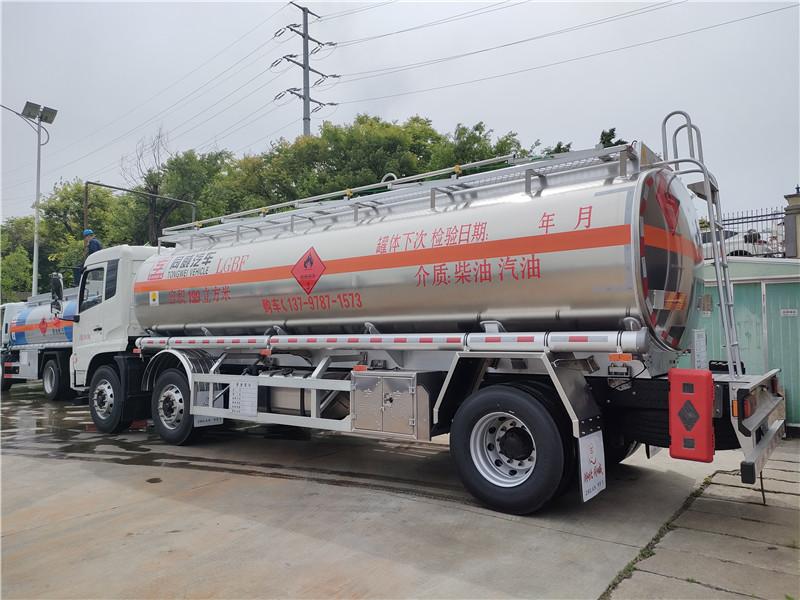 东风天锦小三轴铝合金油罐车价格 前四后四18吨铝合金油罐车厂家带牌出售 可分期图片