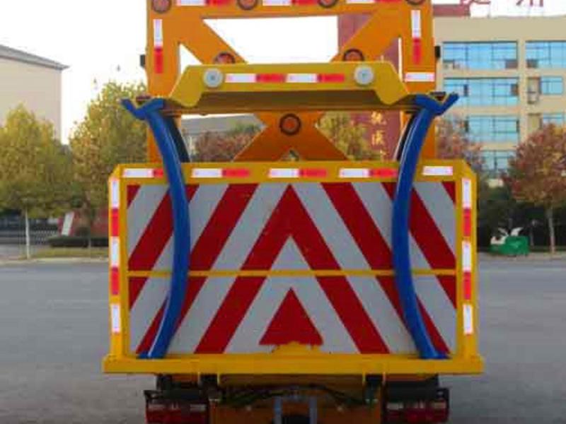 防撞缓冲车是怎样防护道路施工安全的?