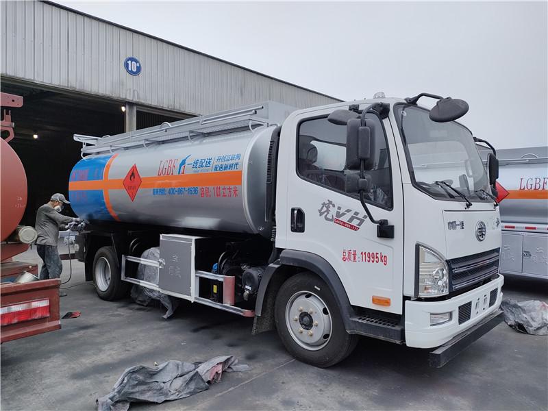 一线配送加油 新规解放虎VH单桥10吨加油车潍柴140马力视频