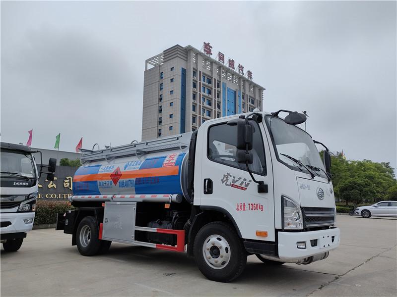 解放虎V5吨油罐车 同威油罐车厂家订做一线配送加油车图片图片