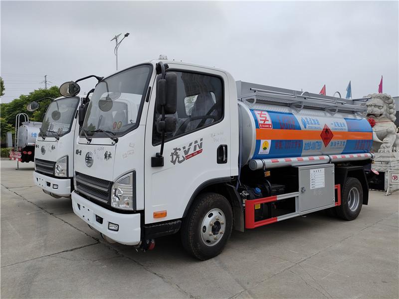 新规解放虎VH满载5吨单桥5.15方加油车参数 专威牌HTW5077GJYCAQ型加油车厂家包上户