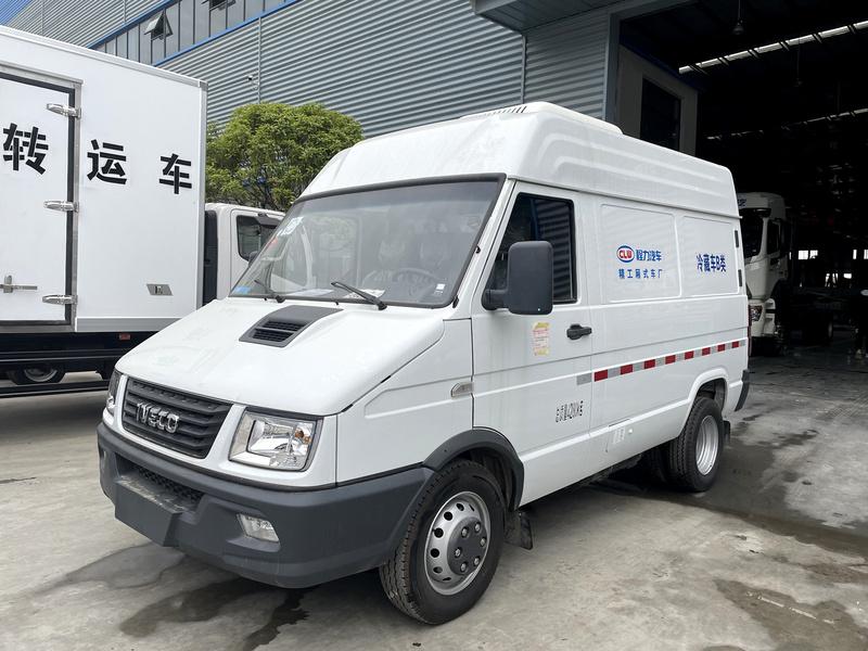 南京依维柯短轴面包式冷藏车(国六)图片