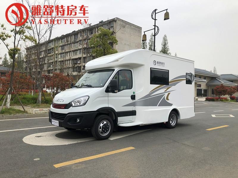 国六依维柯欧胜小额头T型房车,厂家热线18672278789视频