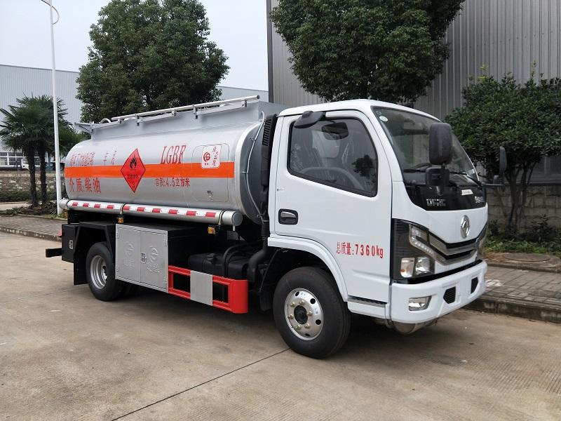 楚胜国六5吨加油车 东风多利卡4.5立方油罐车图片