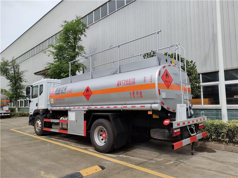 国六东风D9碳钢罐14吨油罐车汽油14.85方运油车价格视频视频