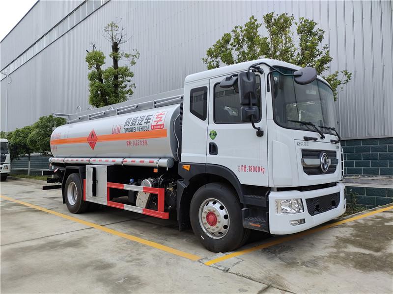 专威牌国六东风D9碳钢罐14吨油罐车价格 柴汽油14.85方运油车包上户