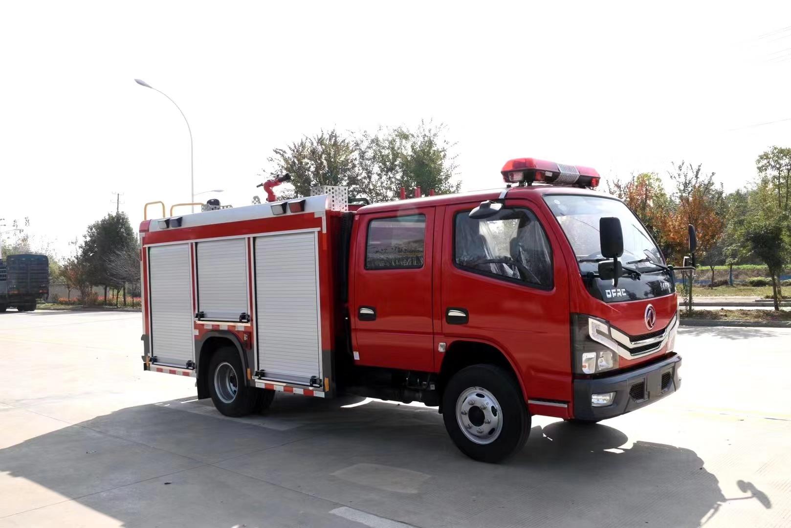 国六2.5吨水罐消防车图片