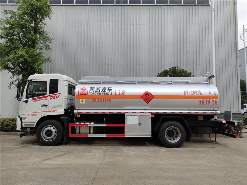 最暢銷10噸加油車推薦東風專用底盤D3單橋12.53方加油車視頻