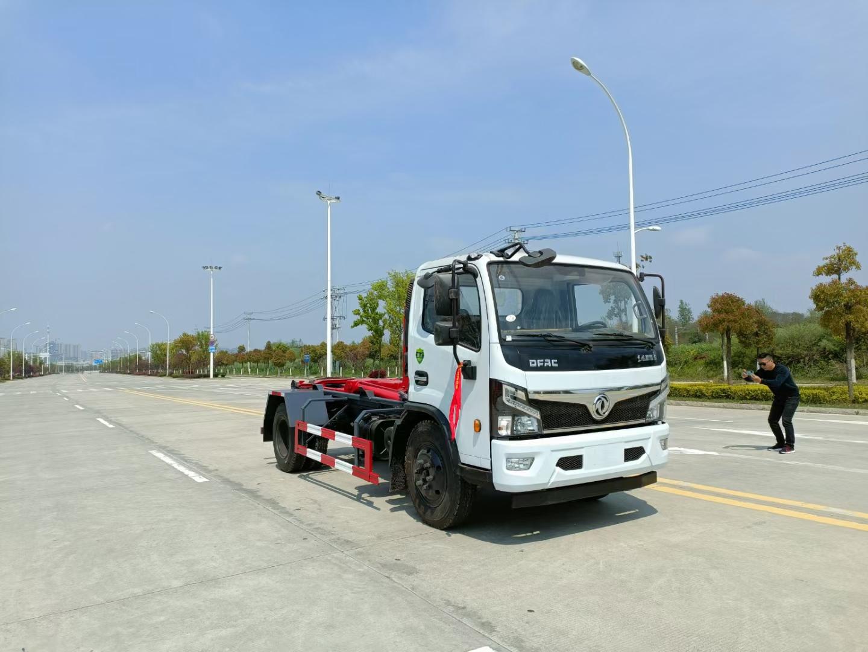 國六東風8方車廂可卸式鉤臂垃圾車