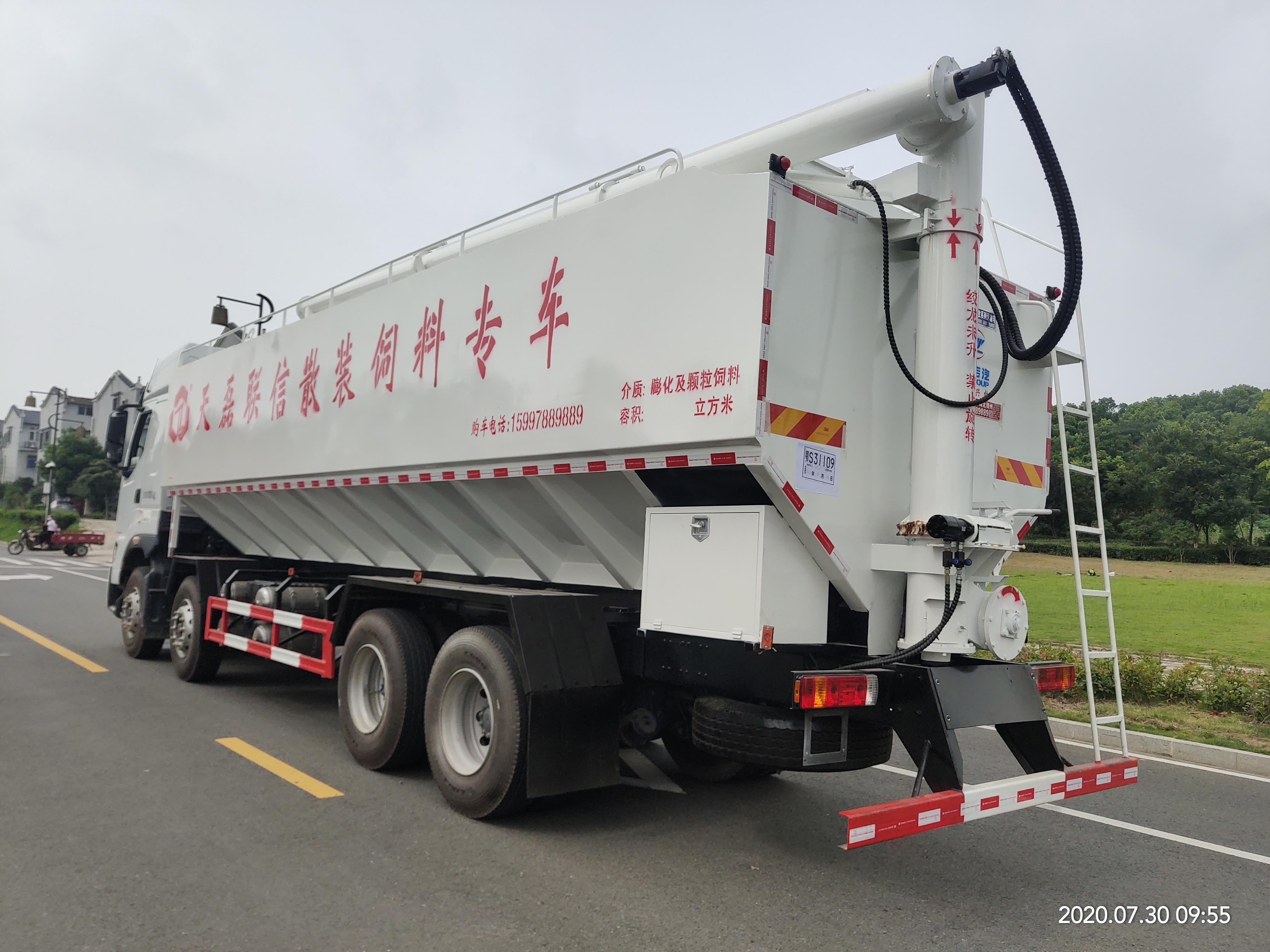 國六東風柳汽8X4散裝伺料運輸車廠家報價 低價格 高品質 送車上門 滿意付款圖片