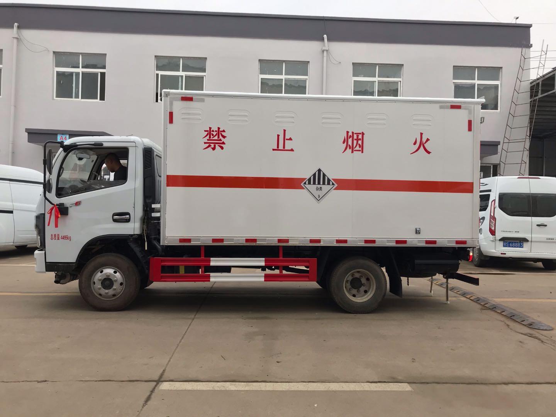 东风多利卡蓝牌国六4米2废机油厢式车图片