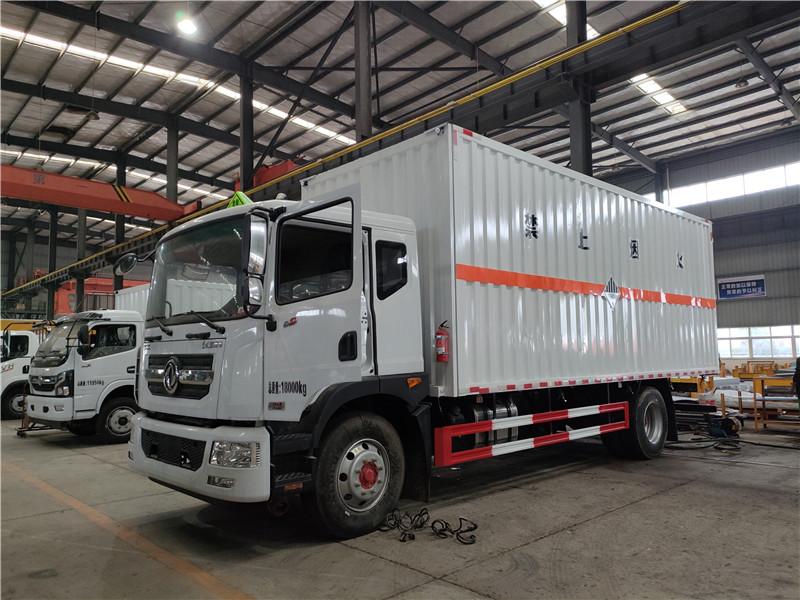 国六排放含镍废物质危险品运输 东风D9九类杂项厢式运输车视频