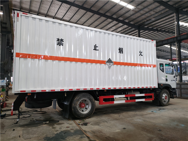 国六东风D9腐蚀性物品厢式运输车 6米8杂项危废运输车视频视频