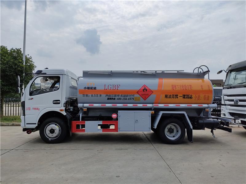 国六东风多利卡8.5方加油车 小盟加油8吨油罐车图片