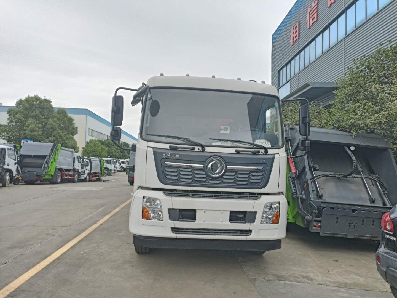 东风天锦压缩垃圾车挂桶配置和大落地斗挤压垃圾运输车对比图片
