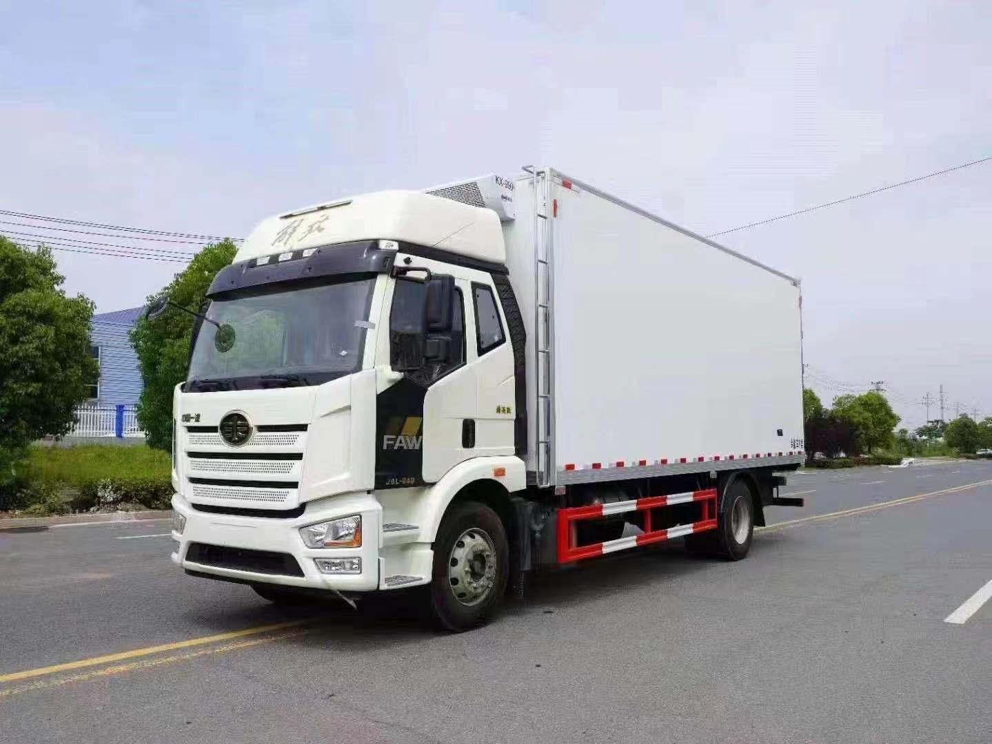 国六排放解放6.8米长途物流冷链车
