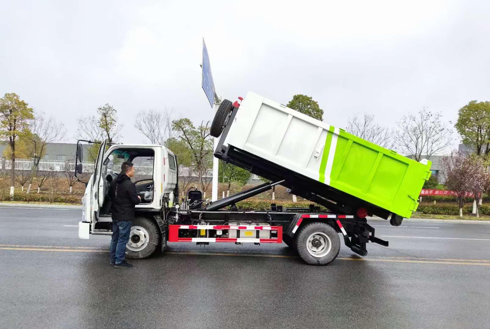 凯马可卸式垃圾车价格4-6方勾臂垃圾车配套建筑垃圾桶图片图片