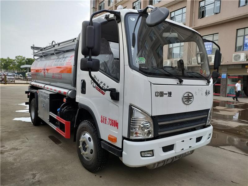 专威牌解放虎VN 5.1方加油车 国六5吨油罐车厂家批发价图片