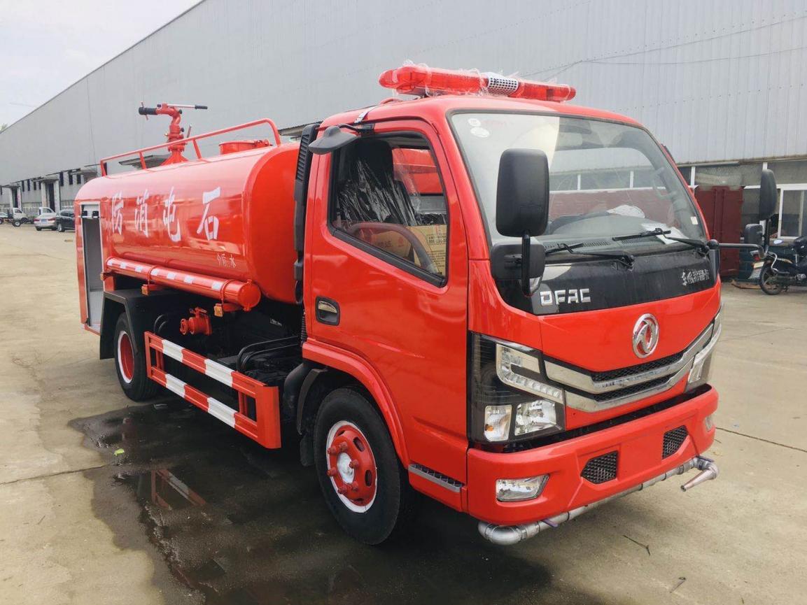 国六东风多利卡5吨消防洒水车