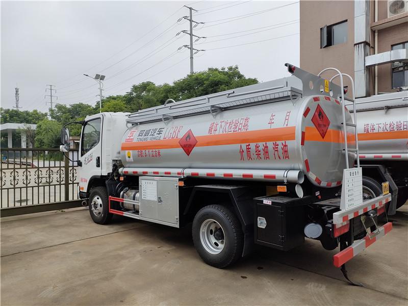 危险品油罐车新规小知识 国六解放5吨油罐车厂家 柴汽油双介质5.1方加油车报价
