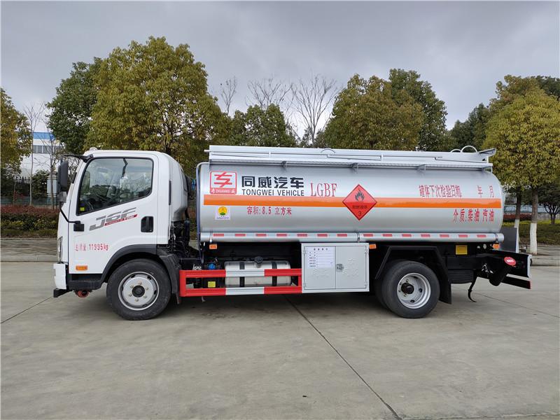 危险品柴汽油8吨油罐车厂家直销 国六解放J6F单桥8吨油罐车视频