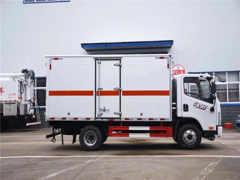 解放二类气瓶箱式运输车国六4.2米蓝牌视频