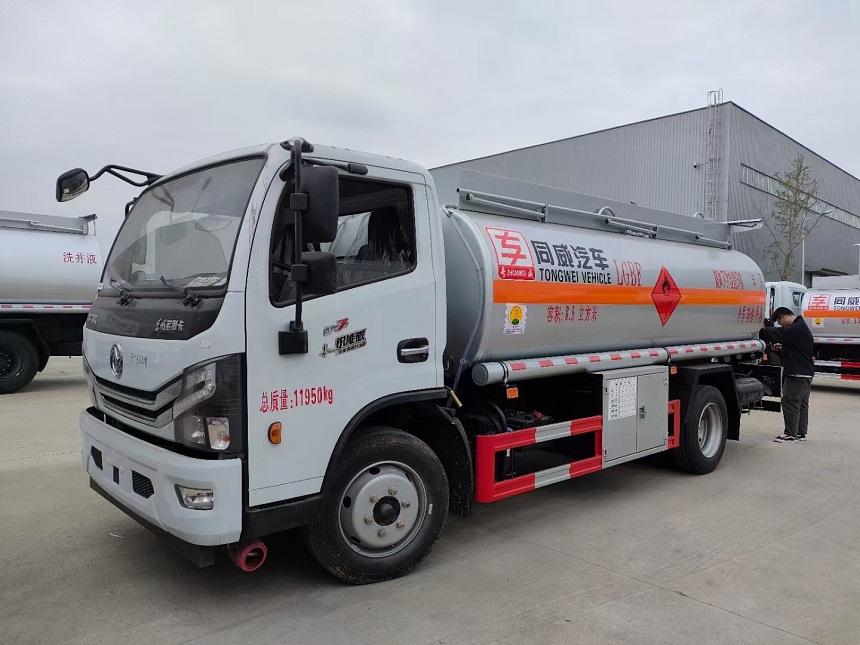 东风多利卡8吨加油车 小型流动运油车图片