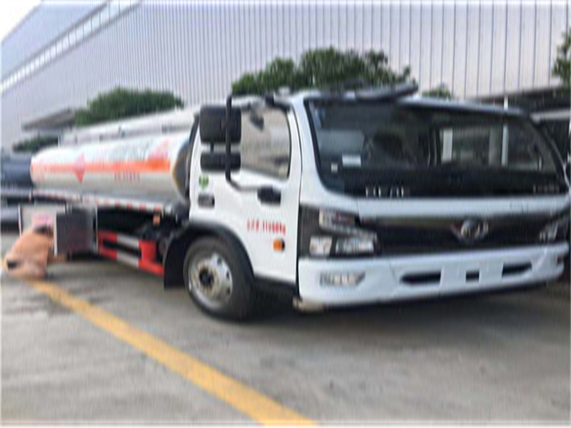 国六8吨高档油罐车法士特8档厂家直销包上户视频