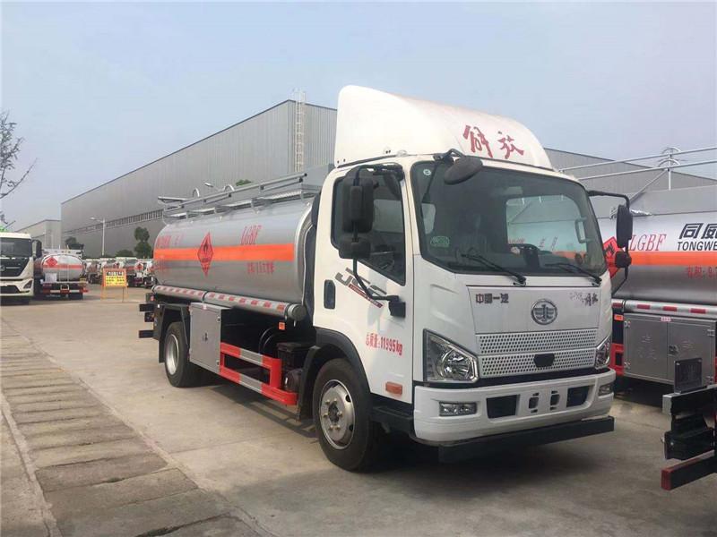 HTW5120GJYCAQ6加油车厂家直销解放J6L宽体高顶8吨油罐车