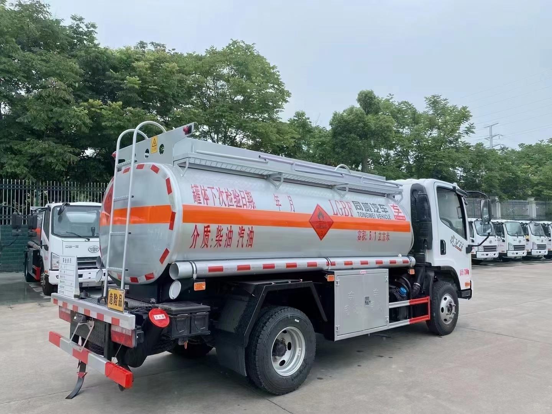 国六解放虎VN5吨油罐车图片
