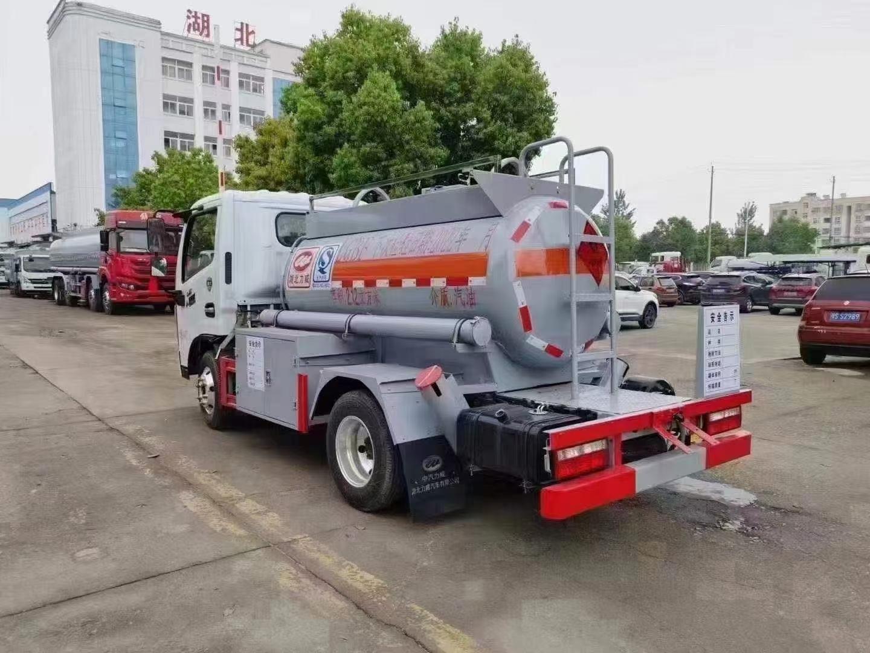 国六东风蓝牌油罐车图片