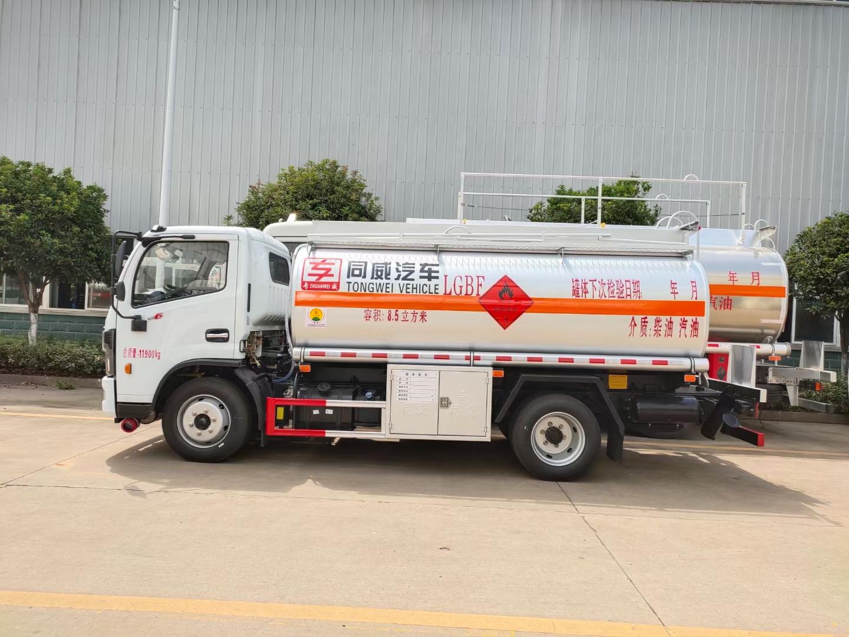 国六东风福瑞卡7吨油罐车图片