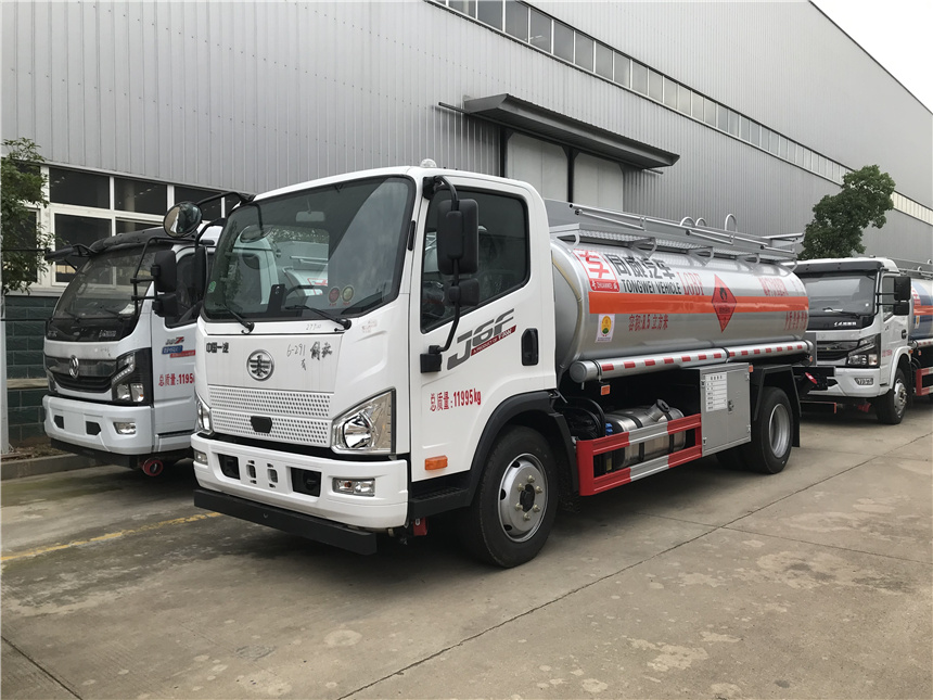 专威牌6.5吨国六8.5方解放加油车满足水容积测试视频视频