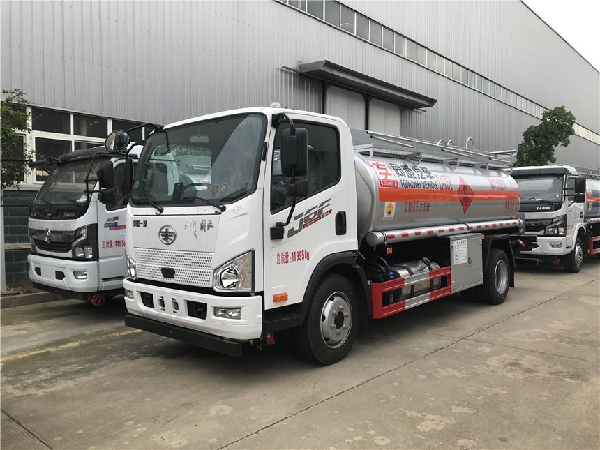 专威牌国六6.5吨解放8.5方加油车厂家高清图片图片