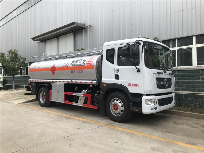 专威牌荷载10吨不超载加油车东风D9康明斯230马力新鲜出炉视频