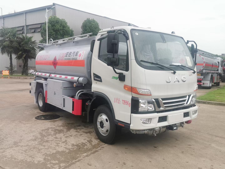 现车供应国六江淮骏铃5吨加油车