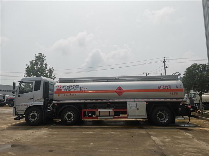 核载15吨碳钢小三轴运油车 全国包牌可分期送车到家
