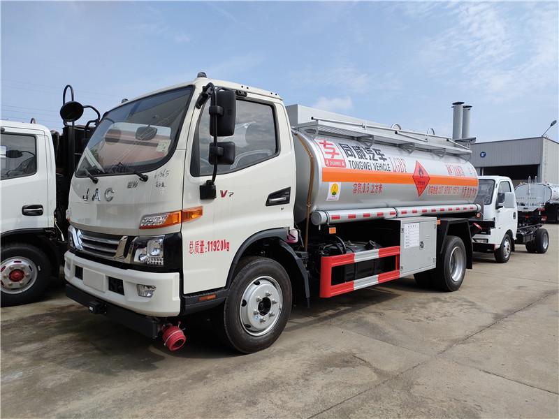 专威牌江淮骏铃7吨油罐车 国六高端8.5方加油车配置图片