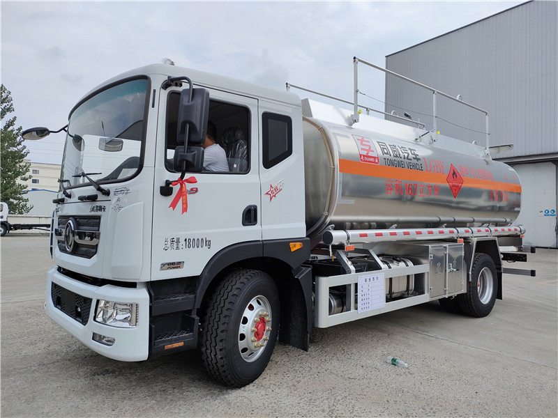 国六D9铝合金油罐车  同威新款额载11吨单桥油罐车参数视频视频