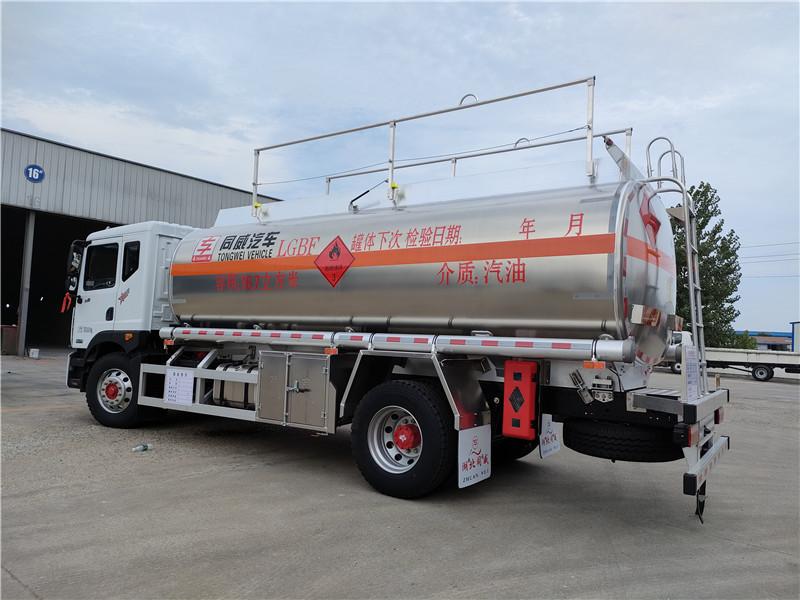 国六东风D9铝合金16.7方运油车 危险品14吨油罐车批发价视频