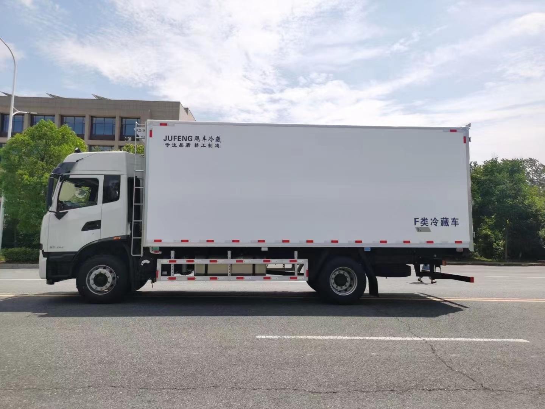 国六东风天锦KR 6.8米冷藏车(顶高双卧)图片