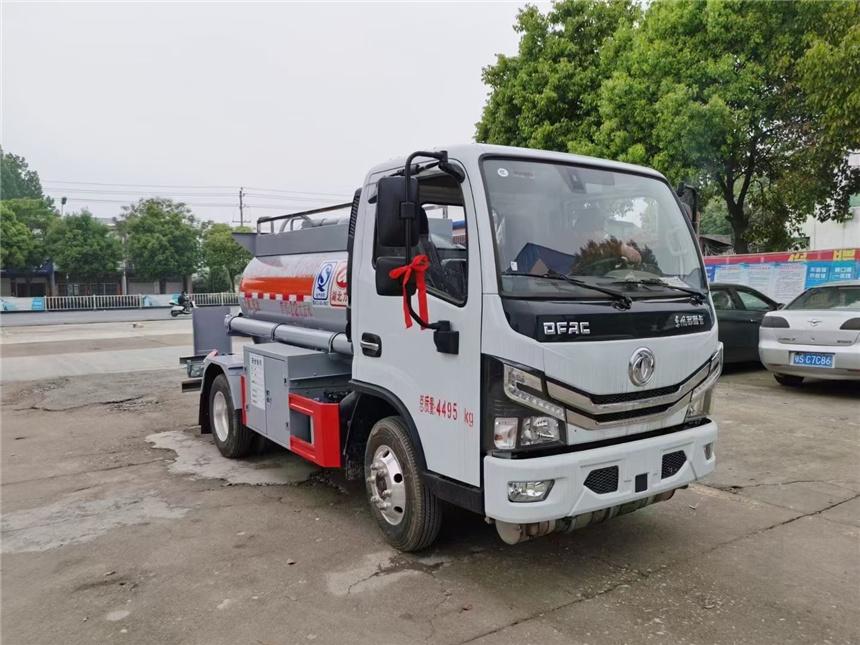 國六藍牌加油車 小型2噸油罐車 流動加油車C照開的油罐車圖片圖片