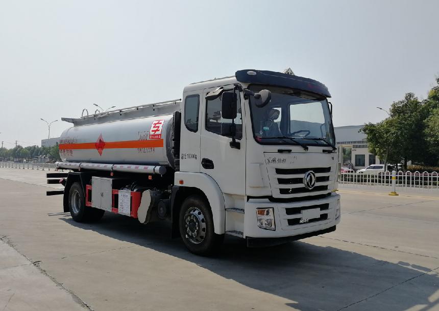 国六荷载10吨东风景程加油车玉柴220马力齐星驾驶室图片图片