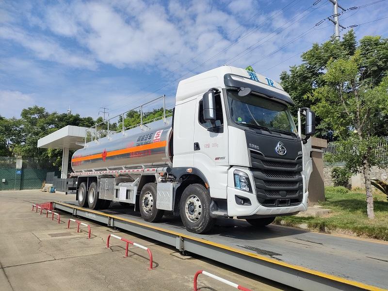 国六23吨油罐车 东风柳汽前四后八25.9方铝合金运油车参数视频