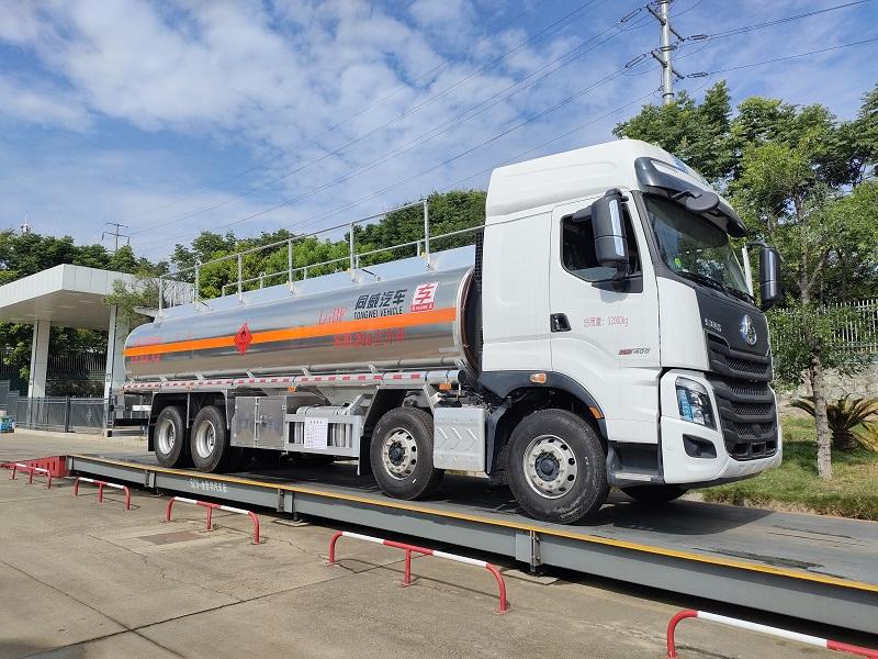 國六20噸油罐車 東風柳汽乘龍前四后八25.9方鋁合金運油車圖片
