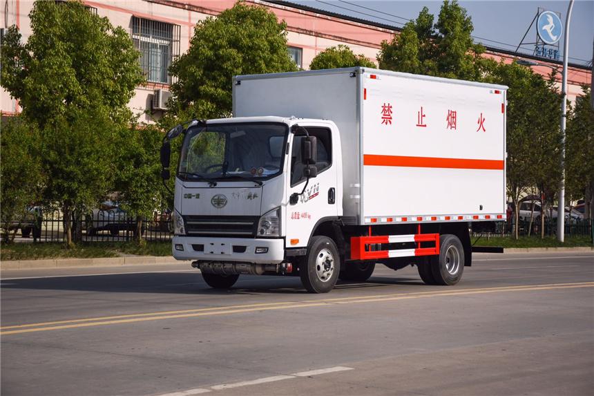 2-9類雜項危險品廂式運輸車拉廢機油 廢銅 含鉛廢物費電池圖片