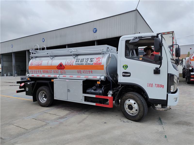 國六排放4.5方加油車 滿載4噸油罐車云內126馬力參數視頻視頻
