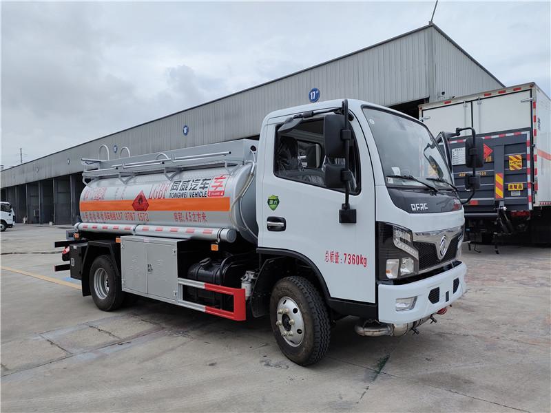 专威牌国六东风福瑞卡4.5方加油车满载4吨油罐车质优价廉图片