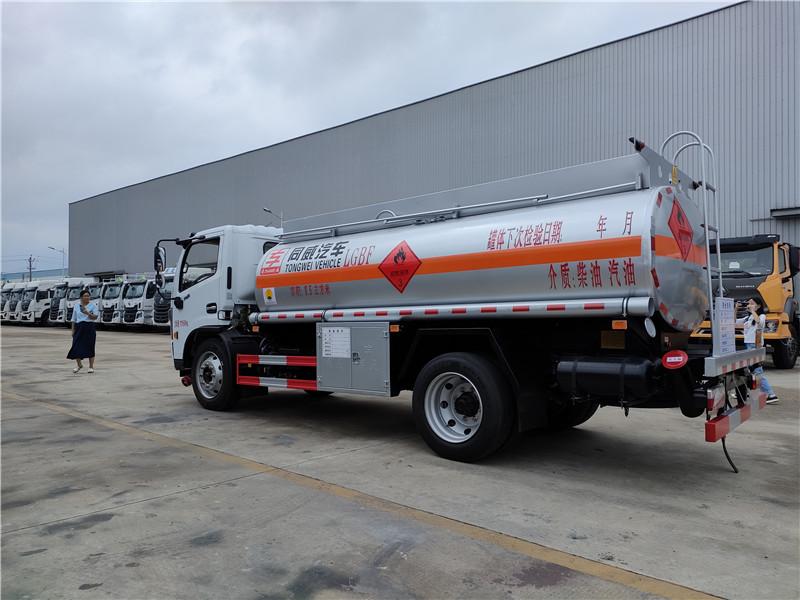 國六東風福瑞卡8噸加油車 危險品柴汽油罐式運輸車參數視頻視頻